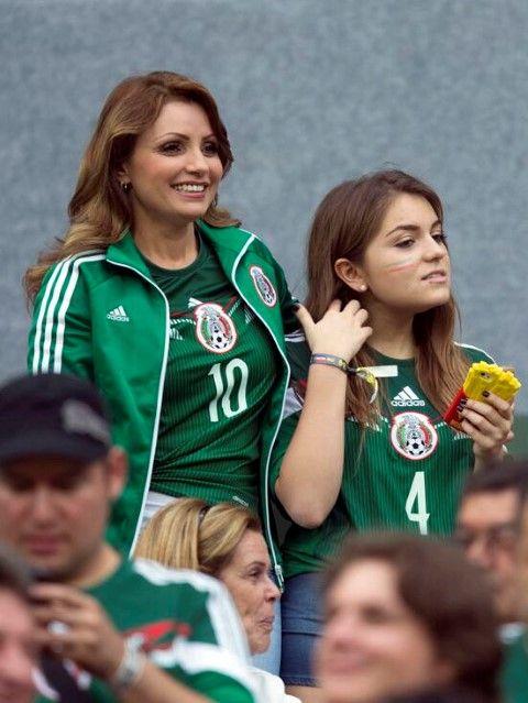 "Angélica Rivera acompaña a la selección mexicana Sofía Castro tuiteó  ""mexicanos al grito de octavos 1bda88a7a4378"