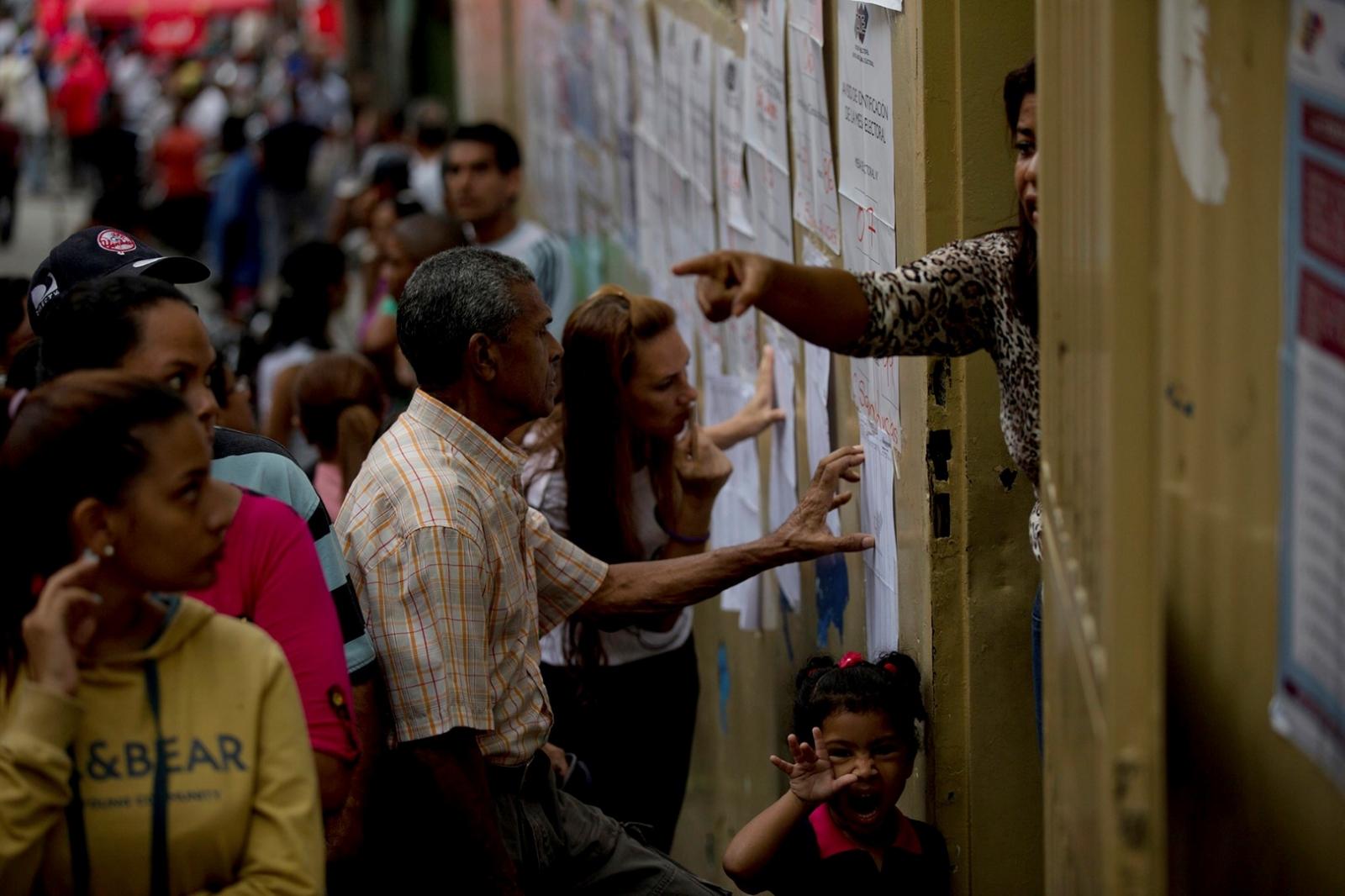 Santos plantea comicios generales en Venezuela con ente electoral