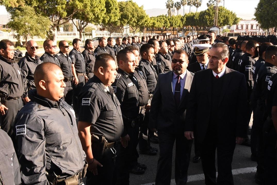 Cumple Marco Novelo compromiso con policías municipales - El Vigía