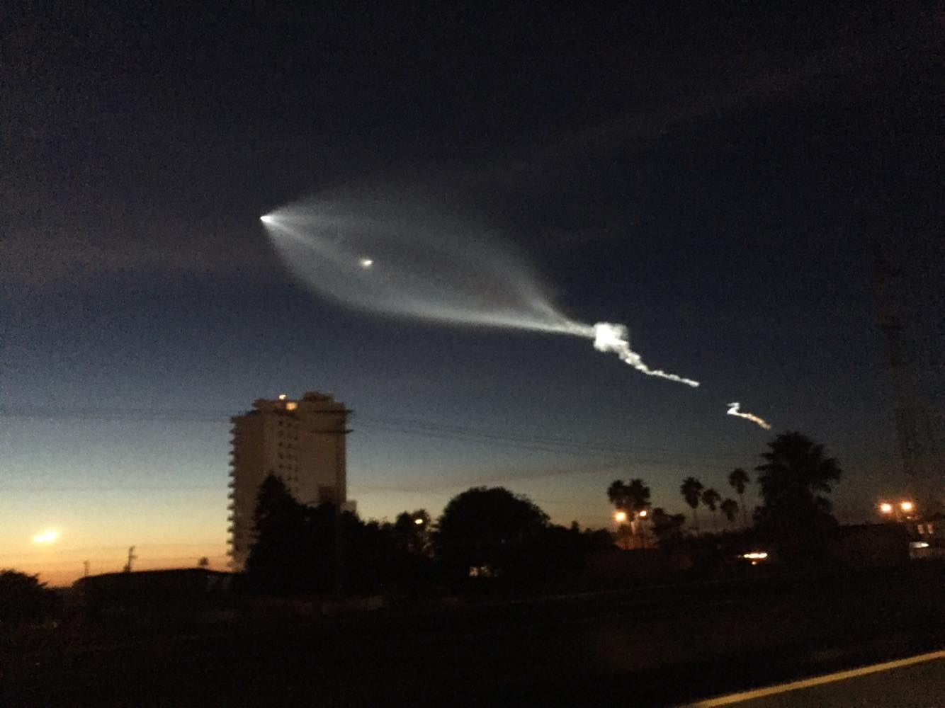 Extrañas e impresionantes luces en el cielo causan asombro en California