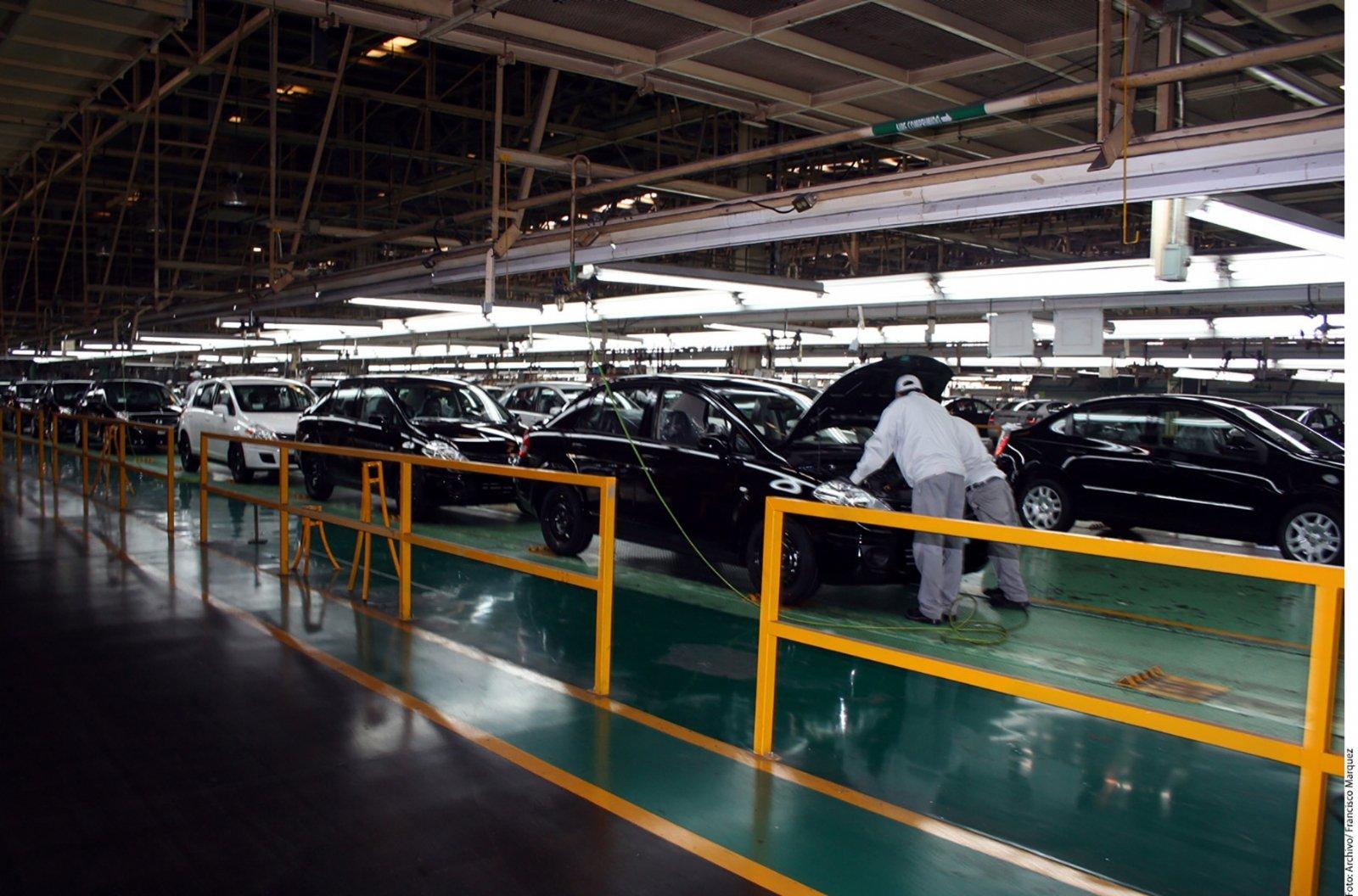 Cae exportación de autos a EUA