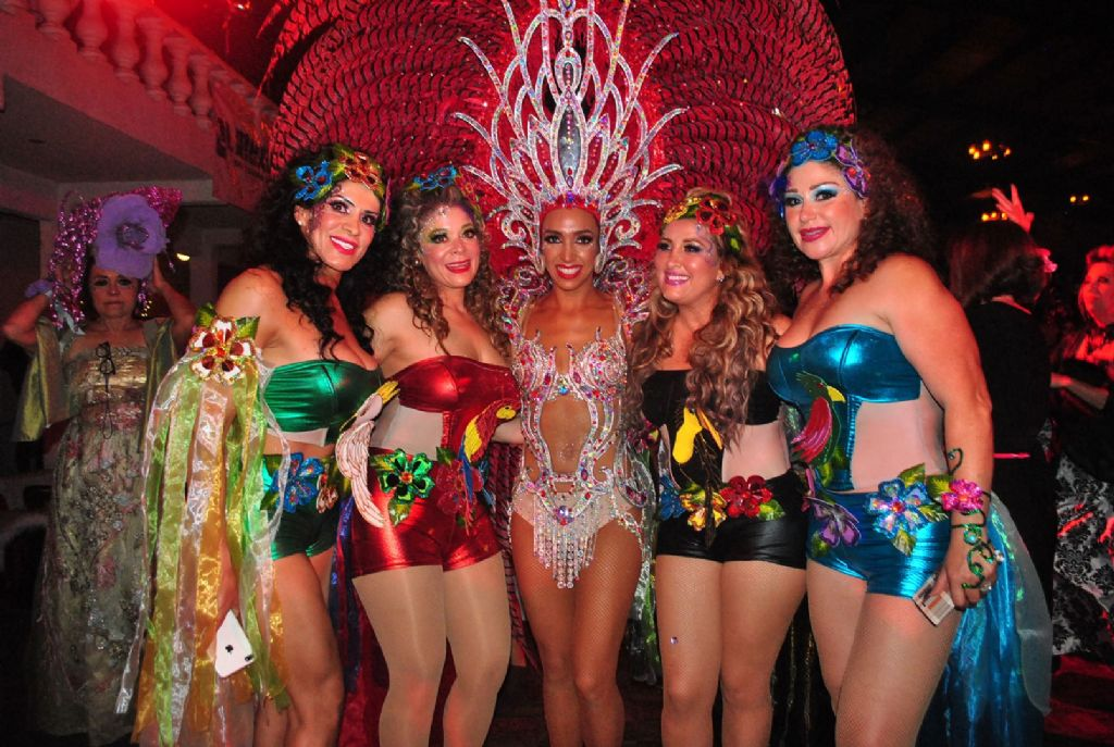 Celebran Tradicional Baile El Vig 237 A