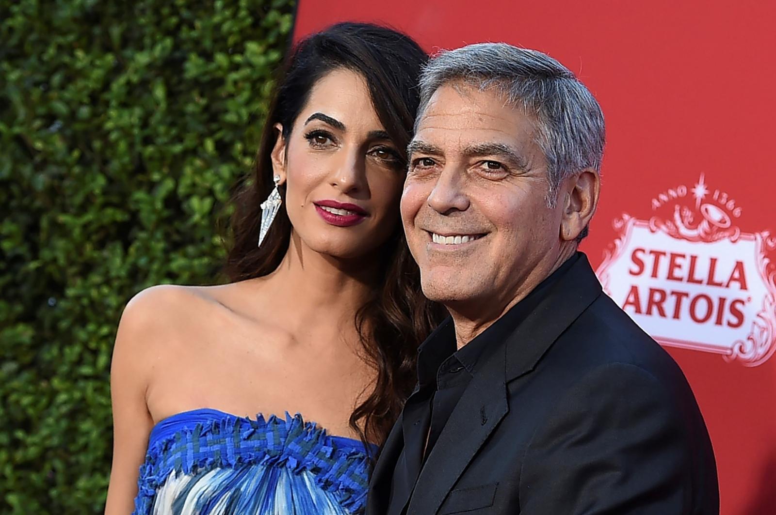 Clooney dona medio millón a marchas contra armas