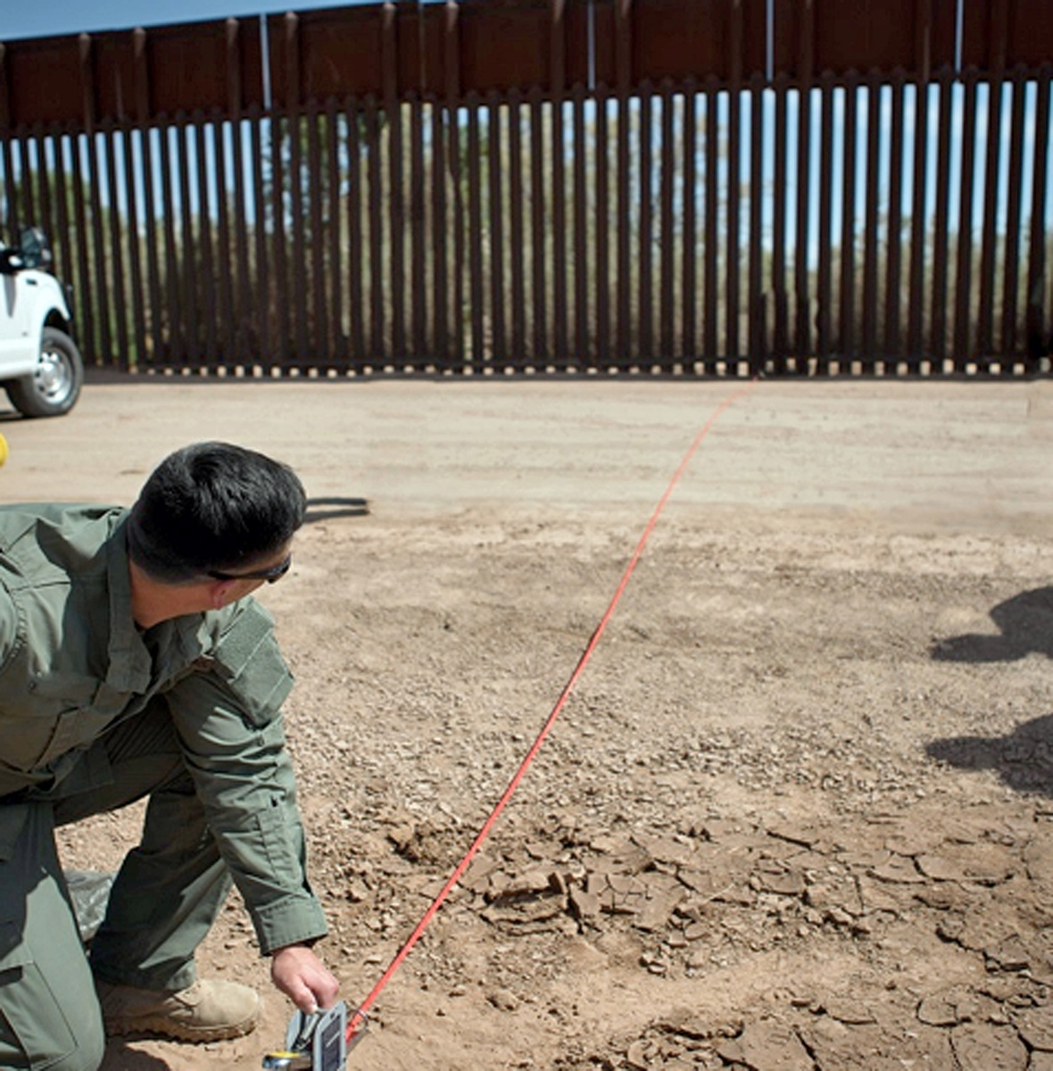 Inicia construcción de muro fronterizo en California
