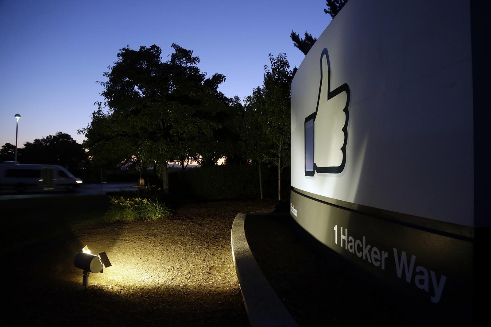 Investigan a compañía británica acusada de filtrar datos de Facebook