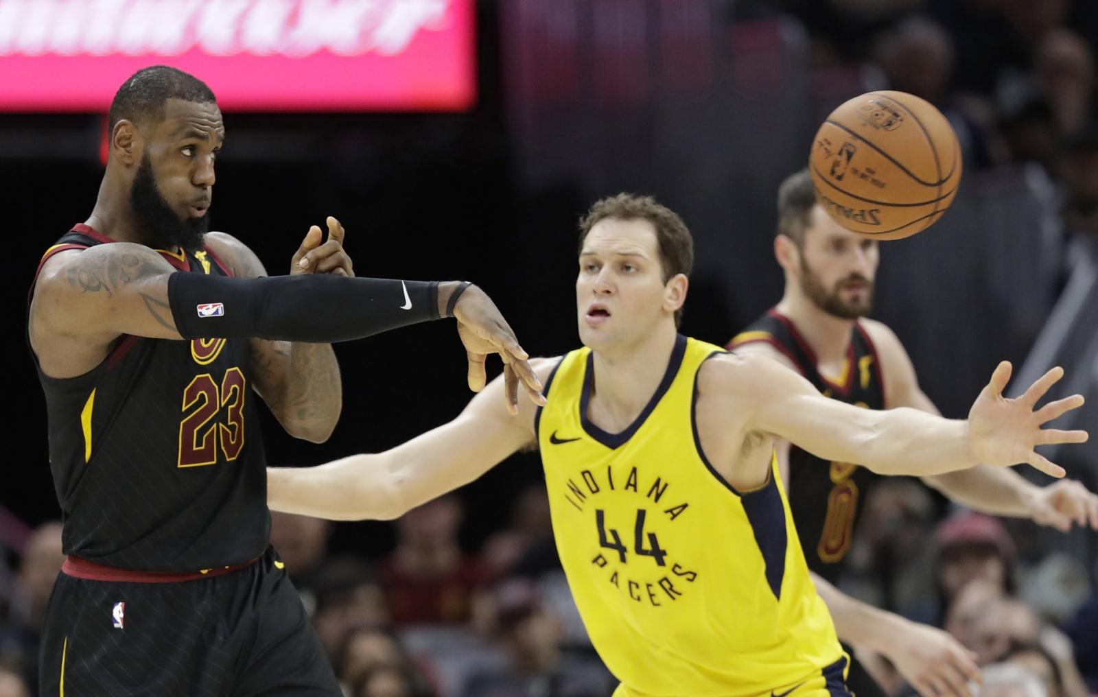Pacers sorprende en su casa a Cavaliers