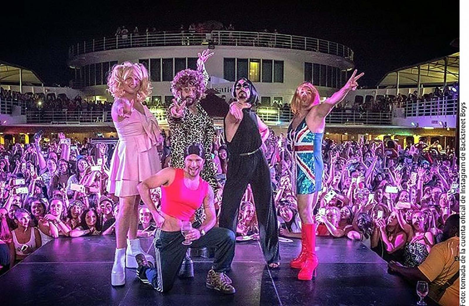 Visten Backstreet Boys como las Spice Girls - El Vigía