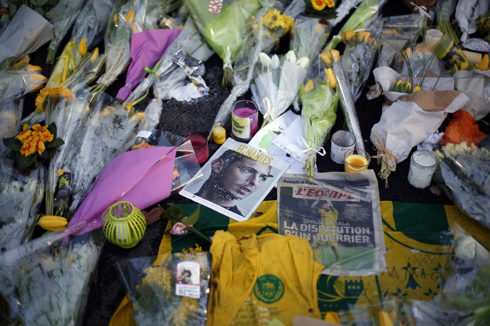 Condenaron a dos personas por difundir fotos del cuerpo de Emiliano Sala