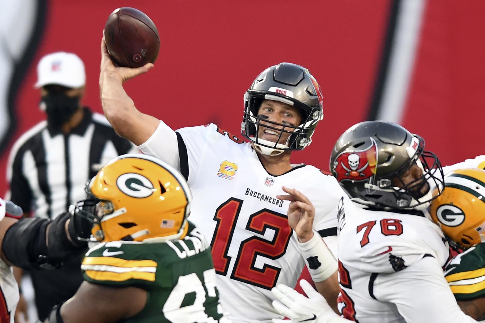 Brady supera a Rodgers y los Bucs aplastan a los Packers