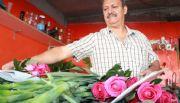 Venden flores y recuerdos