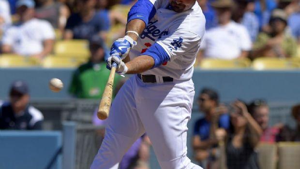 Dodgers gana gracias al jonrón de Adrián González