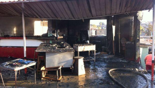 Un lesionado y pérdidas totales en incendio de birriería