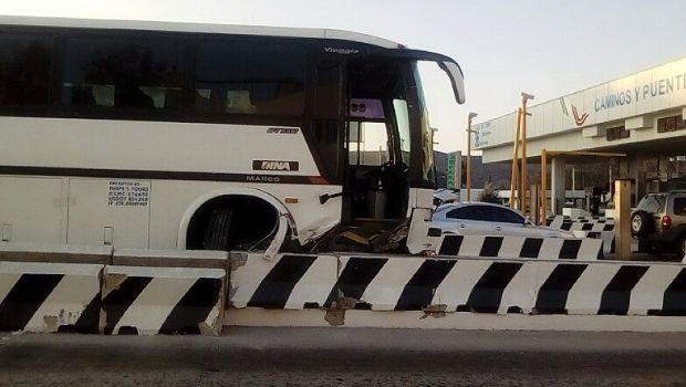 Choca autobús en caseta San Miguel