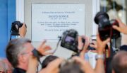 Berl�n devela placa  en honor a Bowie