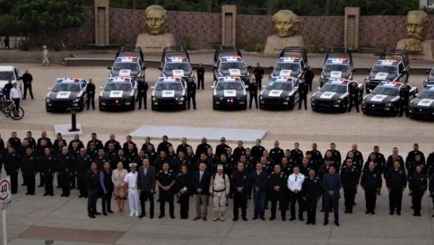 Entrega Marco Novelo patrullas y equipamiento a la DSPM