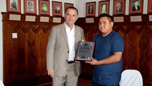 Felicita Marco Novelo a joven ensenadense  Premio Nacional de la Juventud 2017