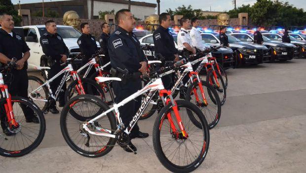 Dan patrullas y equipo a policías municipales