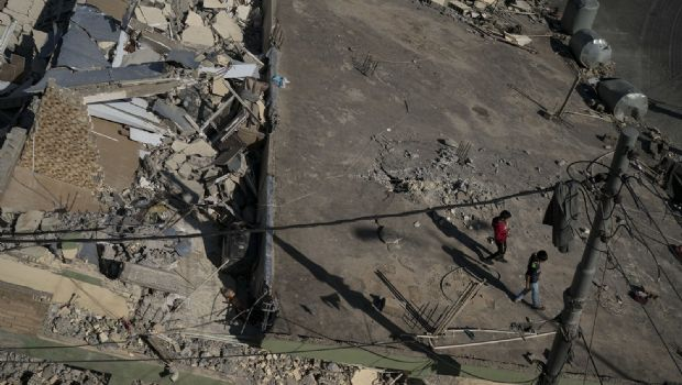 Incrementan a 400 muertos por sismo