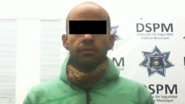 Cae sujeto por presunto robo de vehículo en Punta Banda III