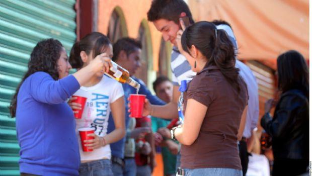 Incrementan jóvenes consumo de alcohol