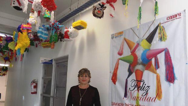 Presentan en el SEE piñatas miniatura de educación inicial