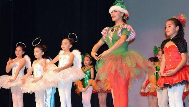 """Alumnas de pre-ballet  de Casa de la Cultura Ensenada presentan su festival """"Sueño de Navidad"""""""