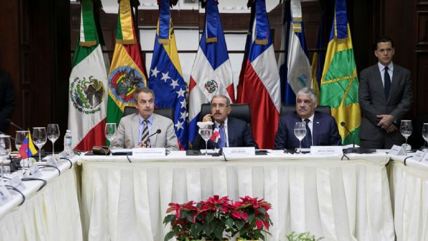 Dialogan el Gobierno y oposición de Venezuela