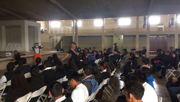 Reciben 240 alumnos  pláticas informativas