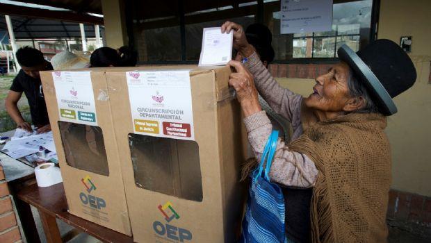Votan bolivianos nulos y en blanco