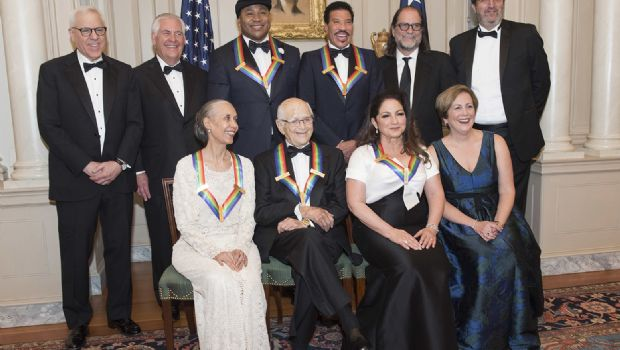 Reciben premios  del Centro Kennedy
