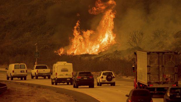 Atiza Santa Ana incendios en LA