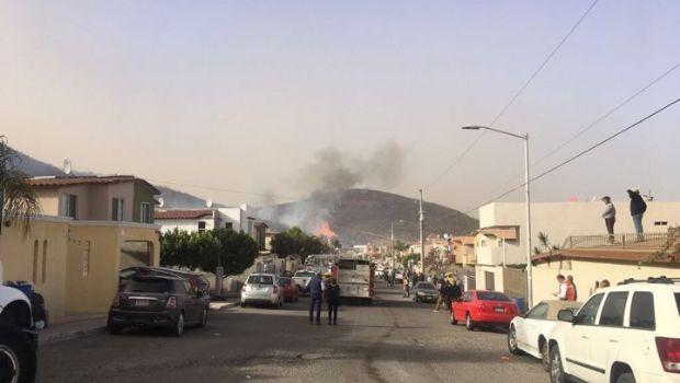 Evacuan a familias por incendio en cerro de Chapultepec