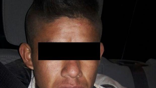 Asegura la BOM a dos sujetos en presunta posesión al parecer de metanfetaminas en San Quintín