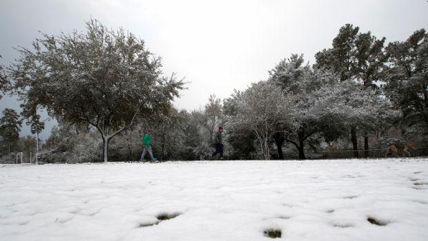 Impactan nevadas en el sur de EU