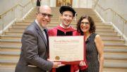 Mark Zuckerberg finalmente  obtiene su título de Harvard