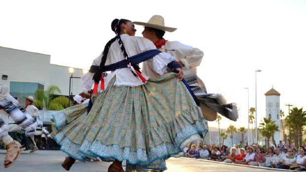 """Grite """"Viva México"""" con ballet folclórico"""