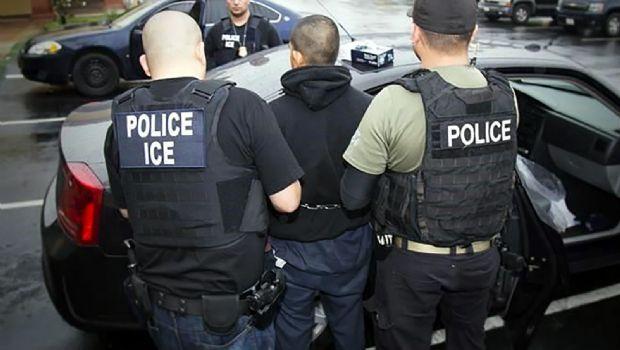 Aumenta ICE 42% arrestos a migrantes