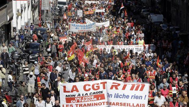 Rechazan reformas laborales de Macron