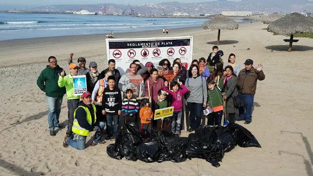 Cierran el año limpiando la playa