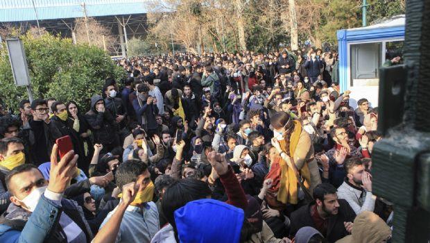 Cobran 13 vidas protestas en Irán