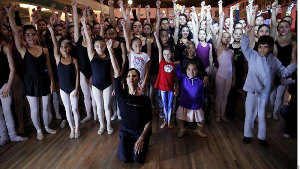 Danza Elisa por  México en salón