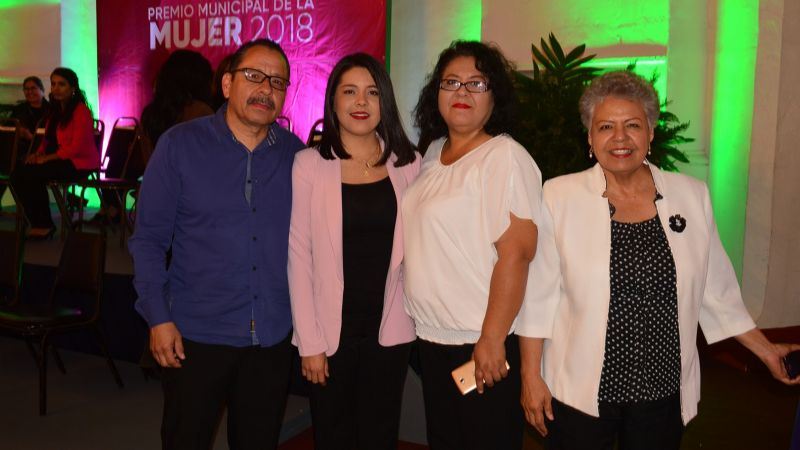 Premian a mujeres