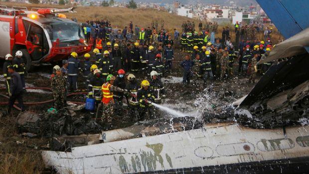 Suma 50 muertos avionazo en Nepal