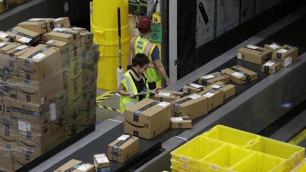 Lanza Amazon tarjeta de débito