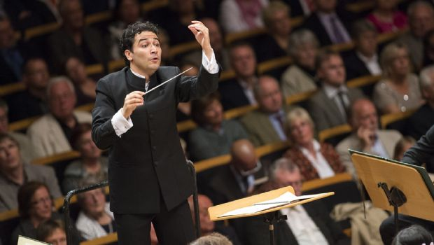 Colombiano es nombrado director de sinfónica