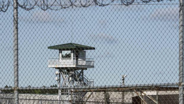 Pelea en cárcel deja 7 muertos