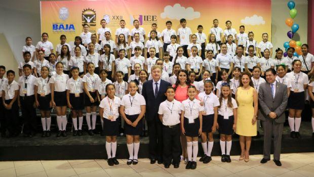 Reconoce gobernador Francisco Vega alto nivel de responsabilidad de niños y niñas funcionarios por un día