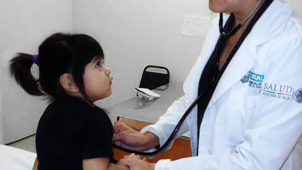 Dan protección médica a niños