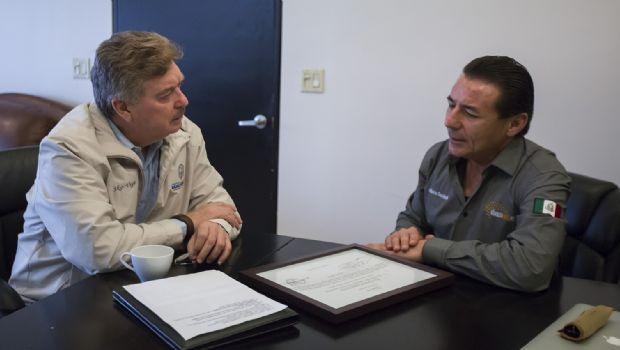 Dialoga gobernador Francisco Vega con presidente de Alianza Civil A. C.