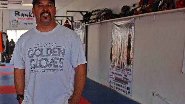 Entrenador Brinda ayuda fuera y dentro del ring